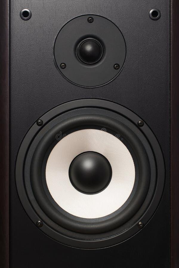 Framdel av den ljudsignal högtalaren, med en vit högtalare royaltyfria foton