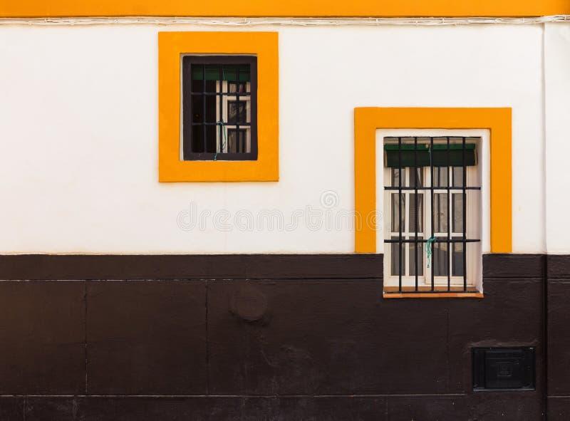 Framdel av ett hus i den Meditteranean stilen seville spain royaltyfria bilder
