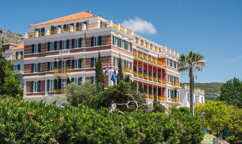 Framdel av Grand Hotel som är imperialistisk i Dubrovnik den gamla staden fotografering för bildbyråer