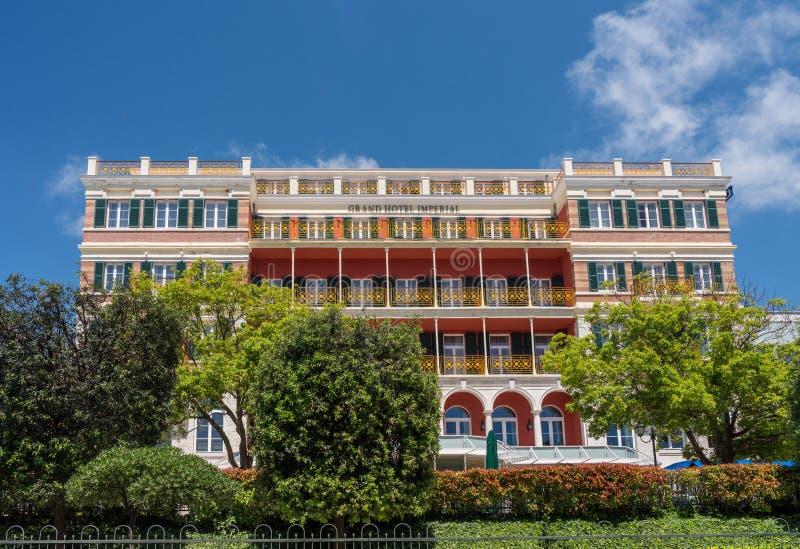 Framdel av Grand Hotel som är imperialistisk i Dubrovnik den gamla staden royaltyfri bild