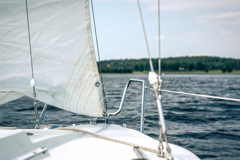 Framdel av segelbåten fotografering för bildbyråer