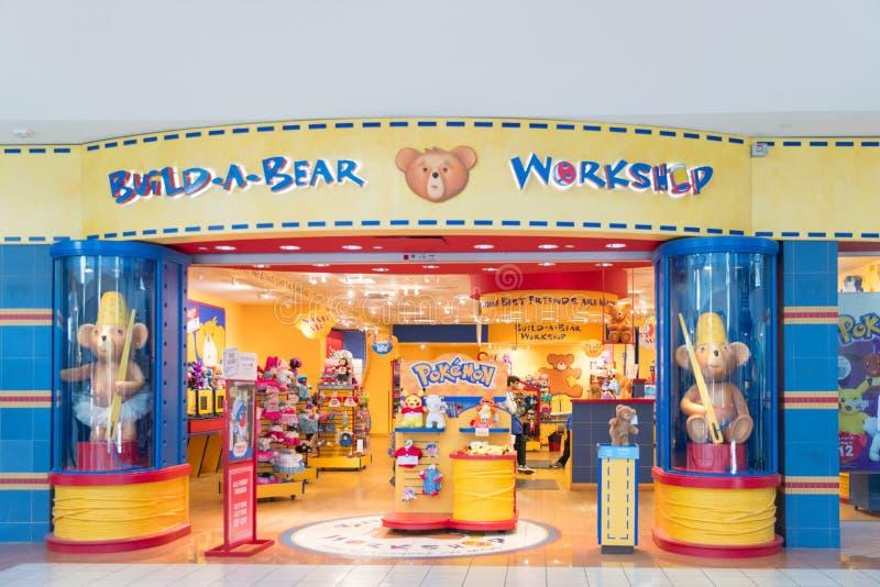 Framdel för Byggande-EN-björn seminariumlager, en amerikansk återförsäljare som säljer nallebjörnar och andra välfyllda djur royaltyfria bilder
