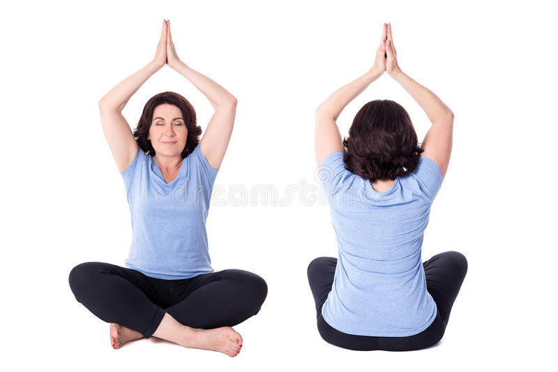 Framdel- och baksidasikten av moget kvinnasammanträde i yoga poserar isolaten royaltyfri bild
