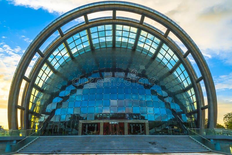 Framdelen av den nationella akademin av föreställningskonst som bygger port - av - Spanien, Trinidad och Tobago arkivfoton