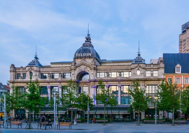 Framdelen av Hiltonet Hotel i den Antwerp staden, värld - bred populär hotellkedja, Antwerpen, Belgien, April 23, 2019 royaltyfria bilder