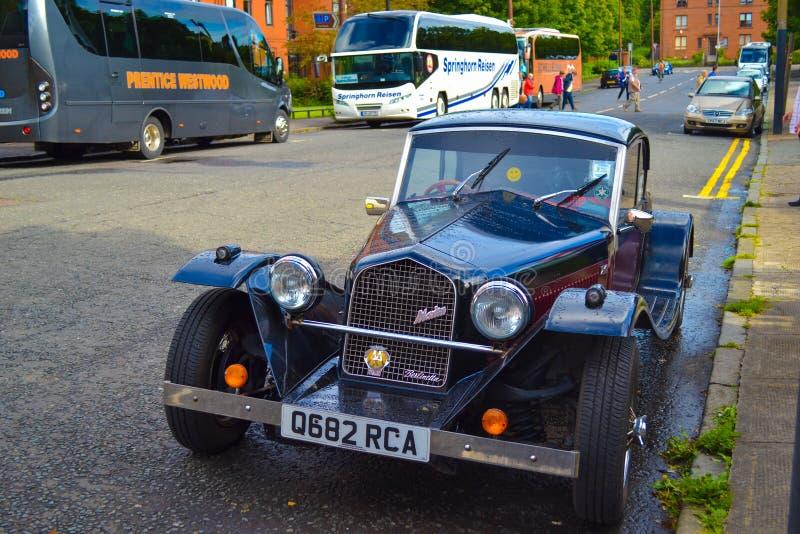 Framdelen av Marlin Berlinetta parkerade på en väg i Glasgow, Skottland arkivfoto