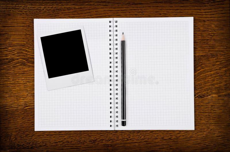 Frame Da Foto No Caderno Em Branco Com Lápis Fotos de Stock
