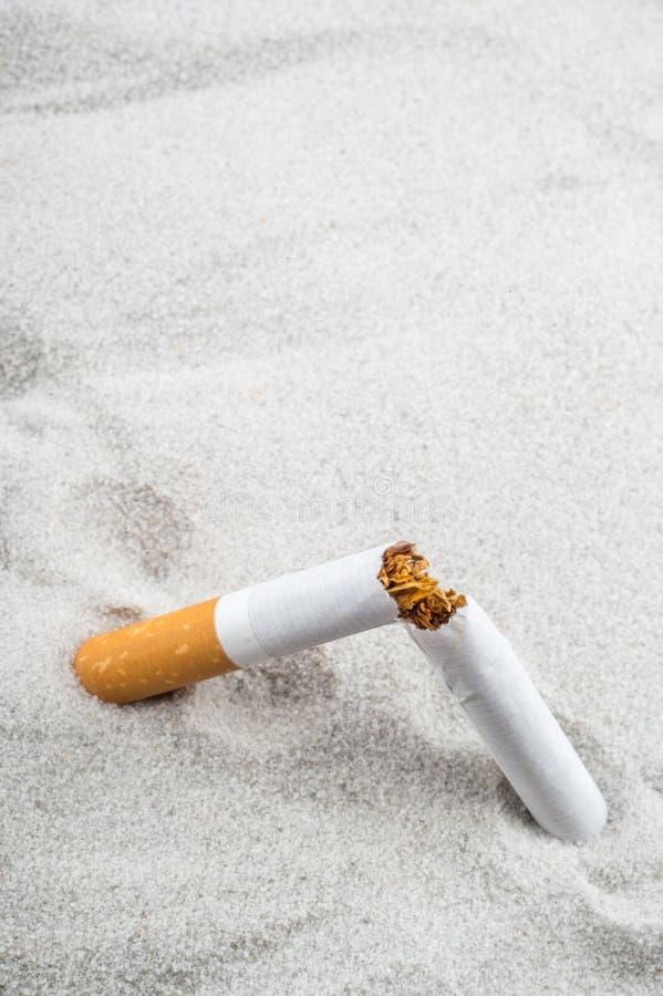 framförd anti bild som 3d avslutas rökning royaltyfria foton