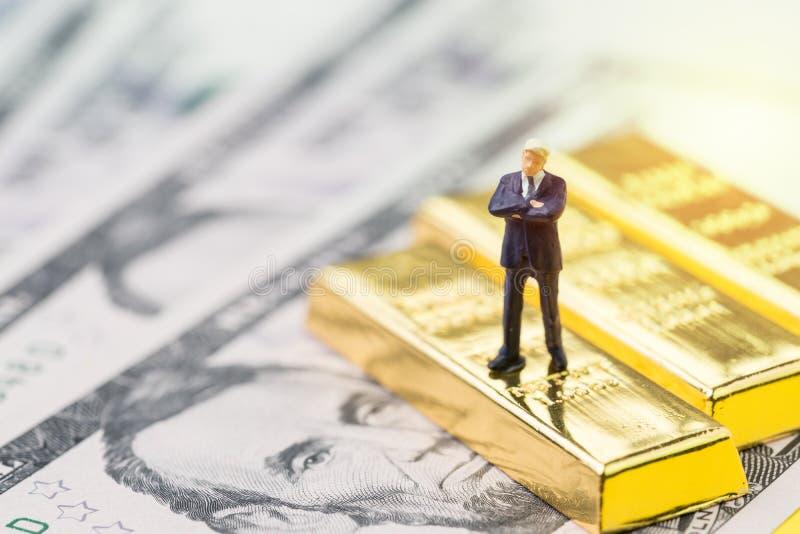 Framgång i investering, rikedomledning eller finanskrissaf royaltyfri foto