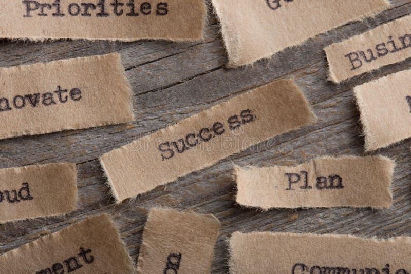 Framgångord på ett stycke av pappersslut upp, idérikt motivationbegrepp för affär arkivfoto