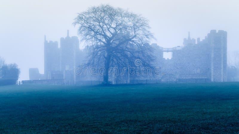 Framlingham slott Misted i dimma arkivbilder