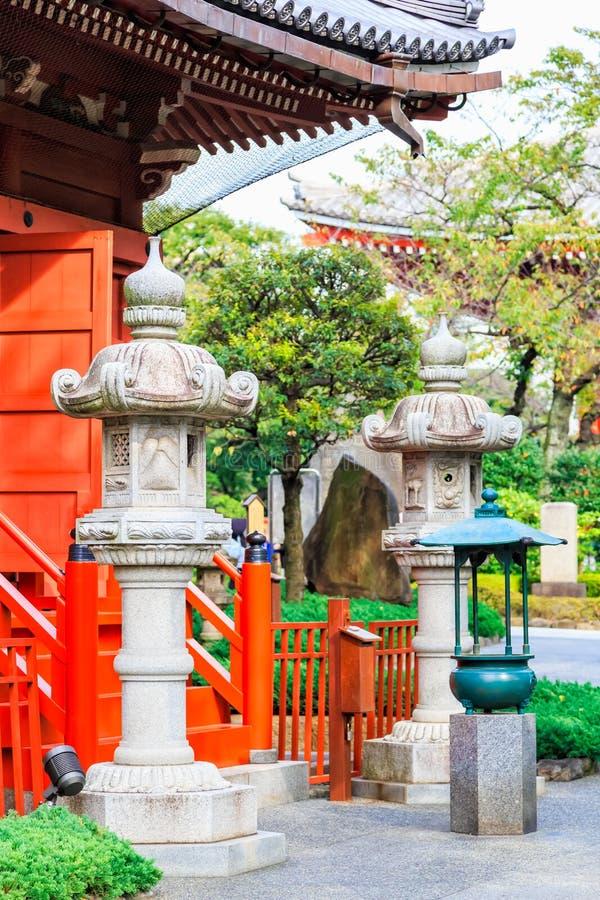 Framme av den Asakusa relikskrintemplet i Tokyo, Japan arkivfoton