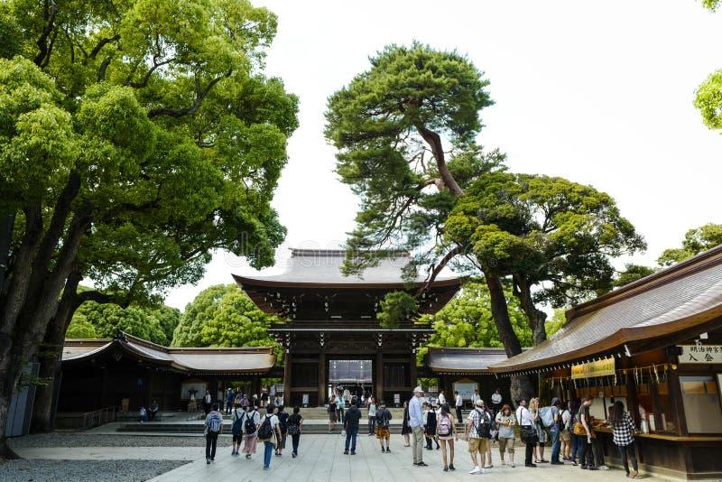 Framme av den Meiji relikskrin, lokaliserat i Shibuya, Tokyo fotografering för bildbyråer