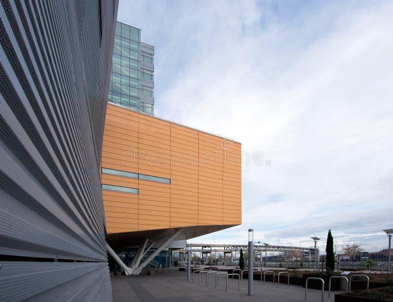 Frammenti del moder urbano delle costruzioni moderne geometriche di architettura fotografia stock