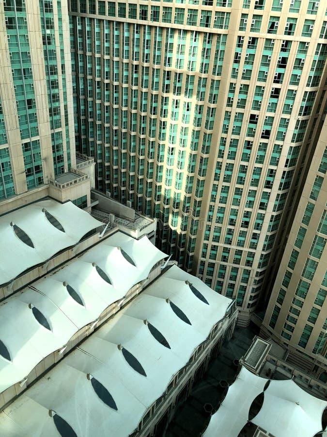 Frammenti della decorazione architettonica di più grande costruzione - l'hotel Abraj anche se in Arabia Saudita immagine stock libera da diritti