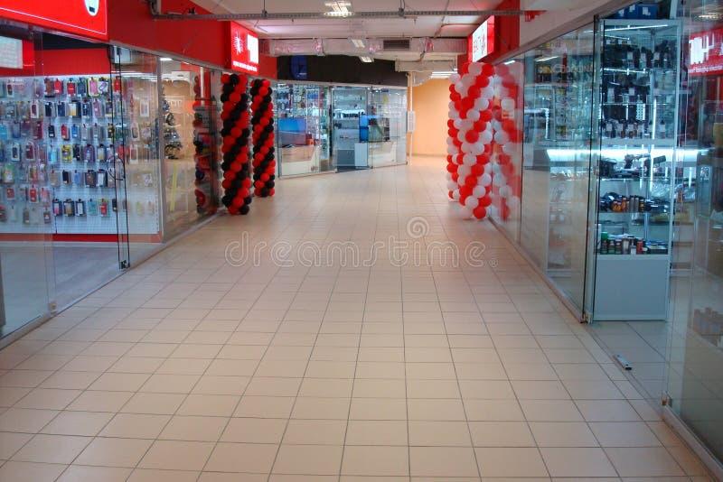 Frammento del complesso divertente commerciale del corridoio fotografie stock libere da diritti