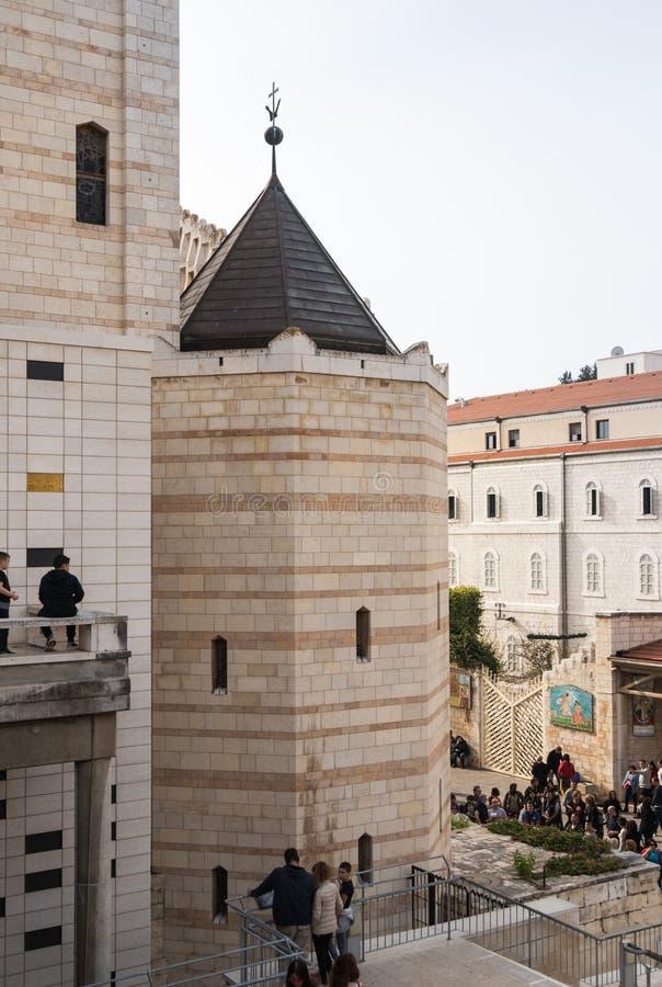 Frammento del cortile della basilica dell'annuncio nella vecchia città di Nazaret in Israele immagine stock