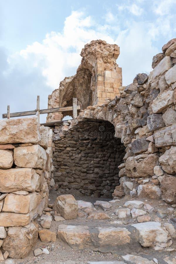 Frammento del cortile della fortezza medievale Ash Shubak, stante su una collina vicino alla città di Al Jaya in Giordania fotografie stock libere da diritti
