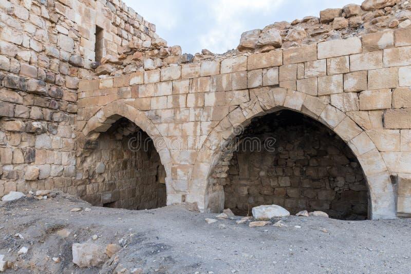 Frammento del cortile della fortezza medievale Ash Shubak, stante su una collina vicino alla città di Al Jaya in Giordania immagini stock