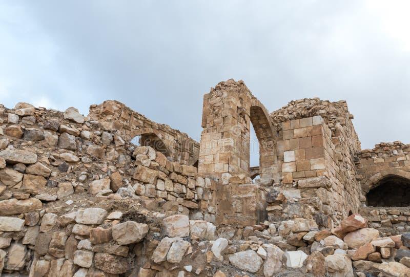 Frammento del cortile della fortezza medievale Ash Shubak, stante su una collina vicino alla città di Al Jaya in Giordania fotografia stock libera da diritti