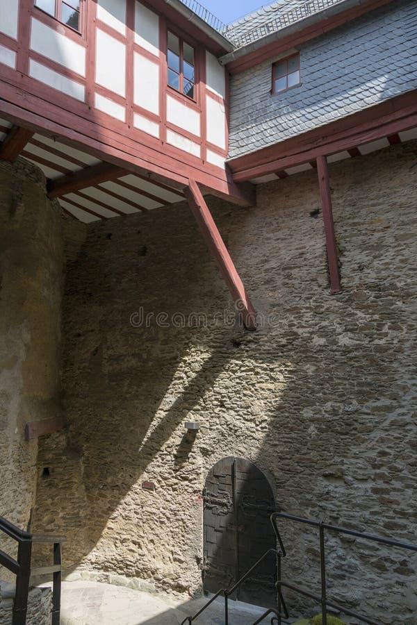 Frammento del cortile nel castello Marksburg fotografia stock