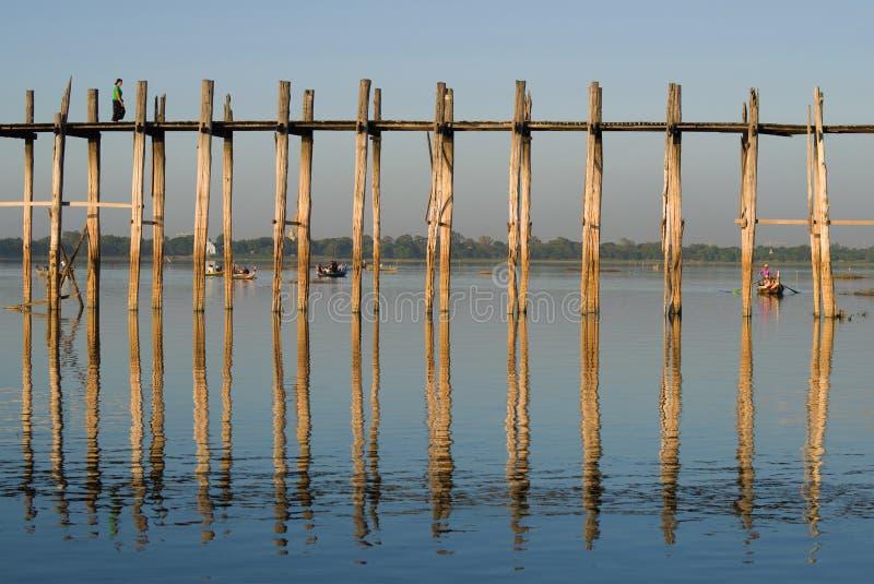 Frammento del ponte di U Bein in un giorno soleggiato Amarapura, Myanmar fotografie stock