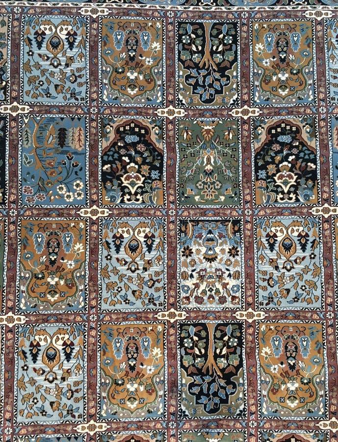 Frammento del tappeto persiano di Medio Oriente, fondo verticale astratto immagini stock libere da diritti
