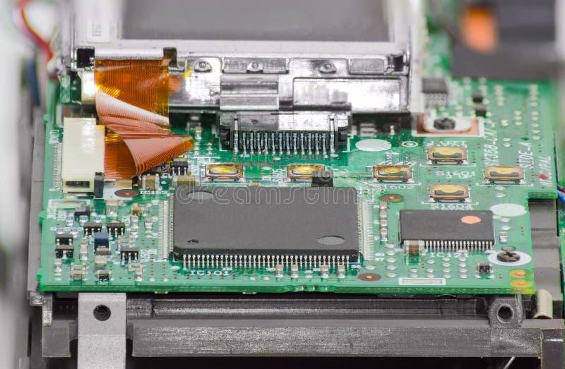 Frammento dell'apparecchio elettronico con i chip e l'altro Cl delle componenti fotografia stock libera da diritti