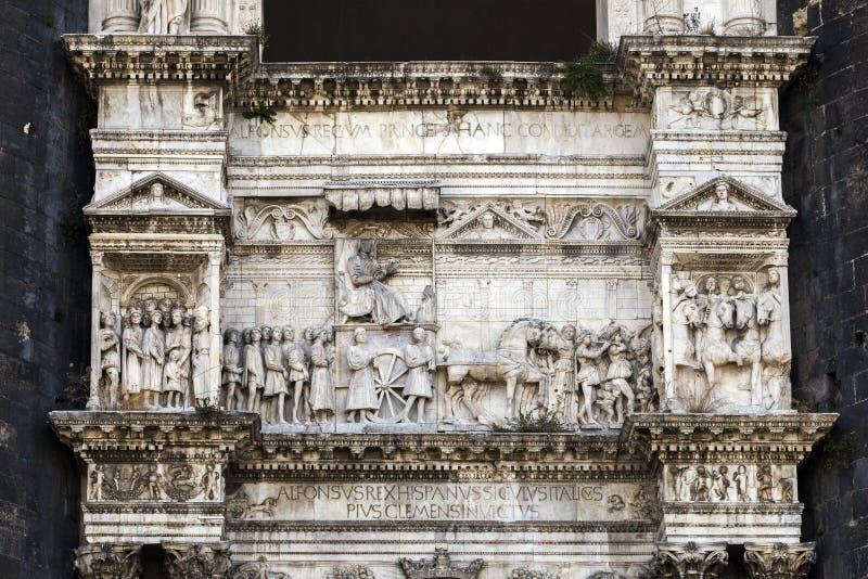 Frammento dell'arco trionfale di Castel Nuovo immagine stock
