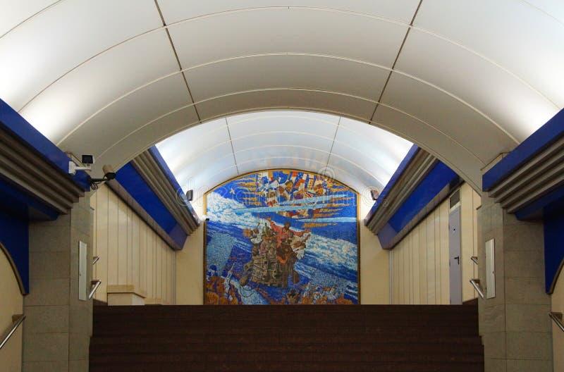 Frammento dell'interno della stazione della metropolitana del prospekt di Komendantskiy immagini stock libere da diritti