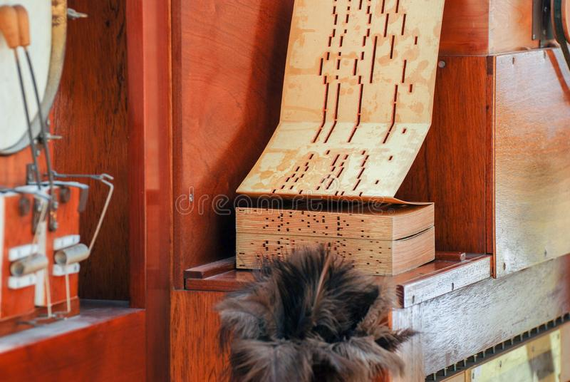 Frammento dell'organo di musica del barilotto della via immagini stock