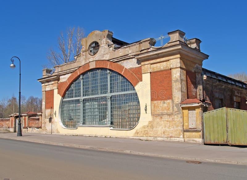 Frammento della costruzione della scuola della macchina dell'inizio del secolo XX Kronštadt fotografia stock libera da diritti
