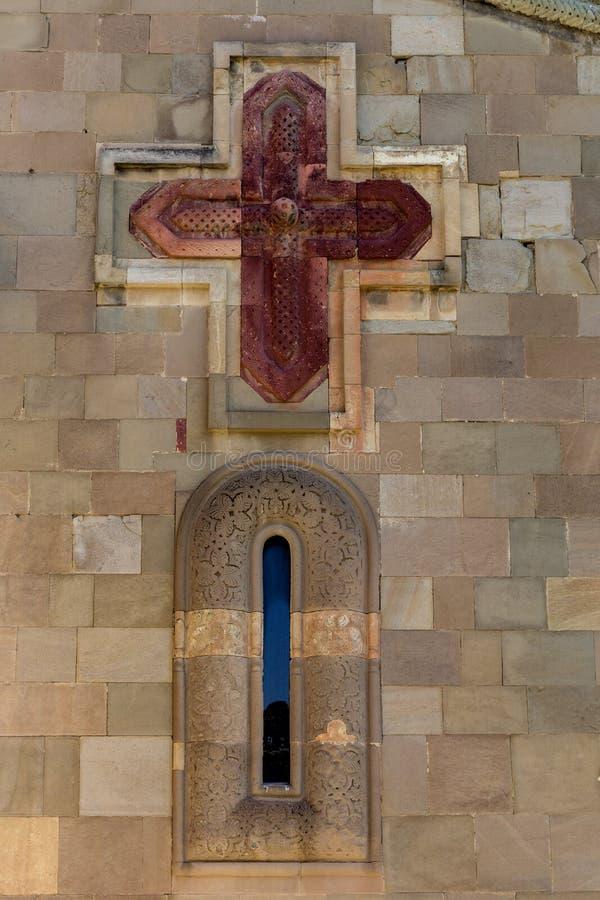 Frammento della facciata della chiesa georgiana antica immagine stock