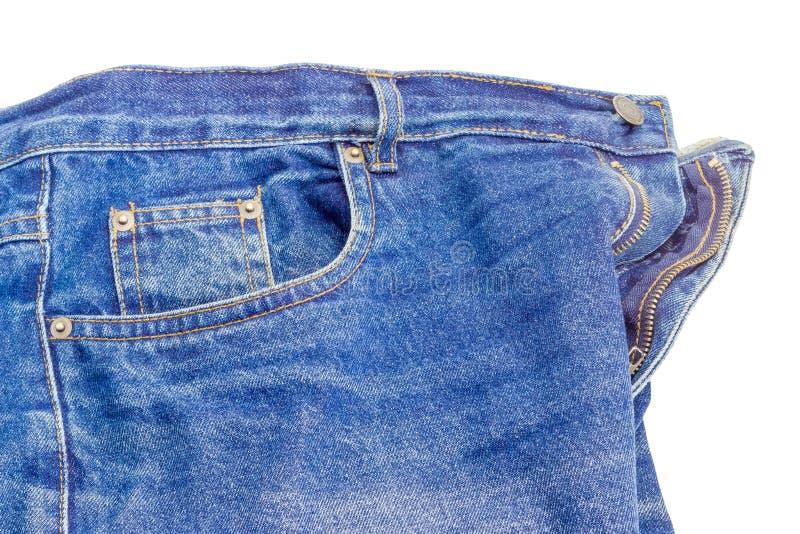 Frammento delle blue jeans classiche utilizzate su fondo bianco immagine stock libera da diritti