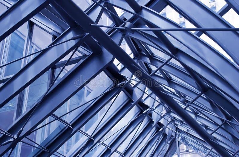 Frammento di architettura urbana moderna, tetto del metallo fotografia stock libera da diritti