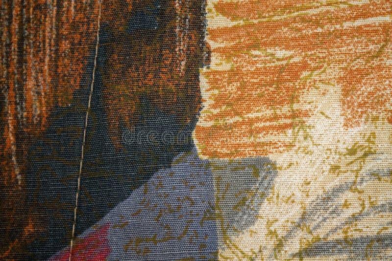Frammento di retro tessuto variopinto della tappezzeria con l'ornamento d'annata utile come fondo immagine stock