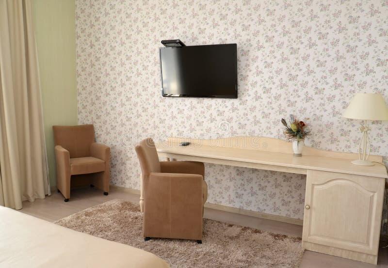 Frammento di un interno di una camera di albergo moderna con ricoperto fotografia stock