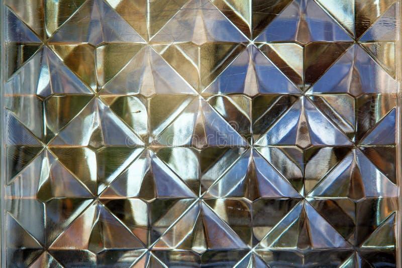 Frammento di vetro del muro di mattoni come fondo astratto di struttura immagini stock
