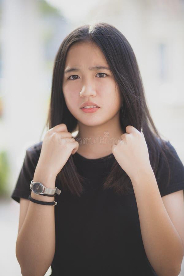 Framsida av den asiatiska tonåringen arkivbild