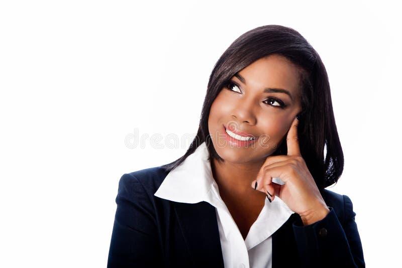 Framsida av den härliga le tänkande affärskvinnan arkivbilder