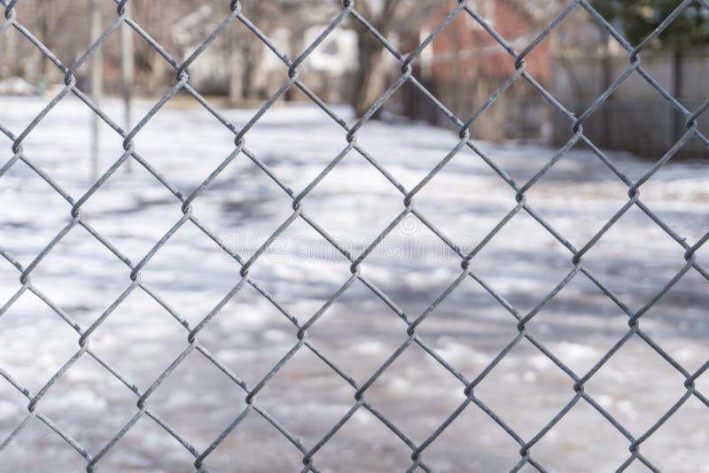 Framsida av ett staket på parkera arkivbild