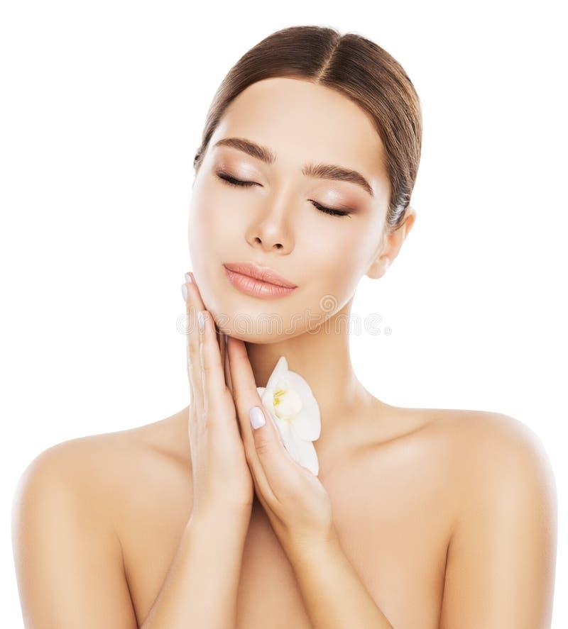 Framsida för skönhethudomsorg och hals, naturligt smink för kvinna, vit arkivbild