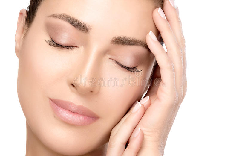 Framsida för ung kvinna för Closeup med fridfullt uttryck Conc Spa skönhet royaltyfri fotografi