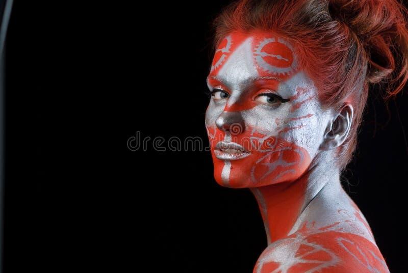 framsidamysticen målade kvinnan ung royaltyfri fotografi