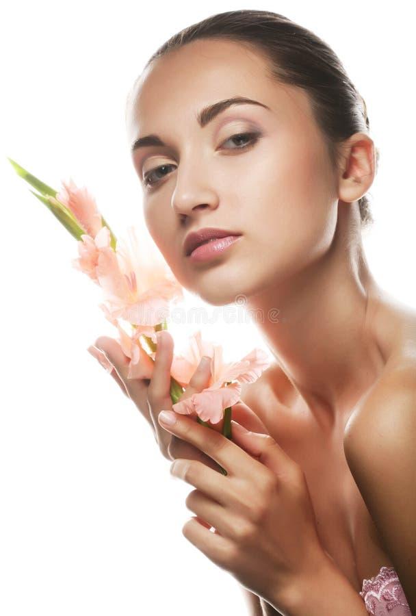 framsidan blommar den nya gladiolusen hands henne arkivbilder
