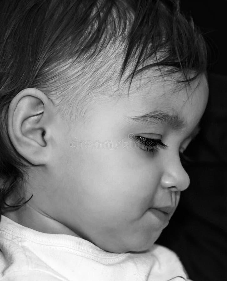 Framsidaprofil av det lilla barnet royaltyfri foto
