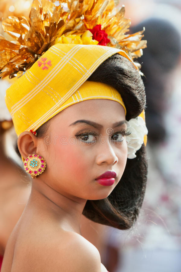 Framsidastående av balinesedansareflickan fotografering för bildbyråer