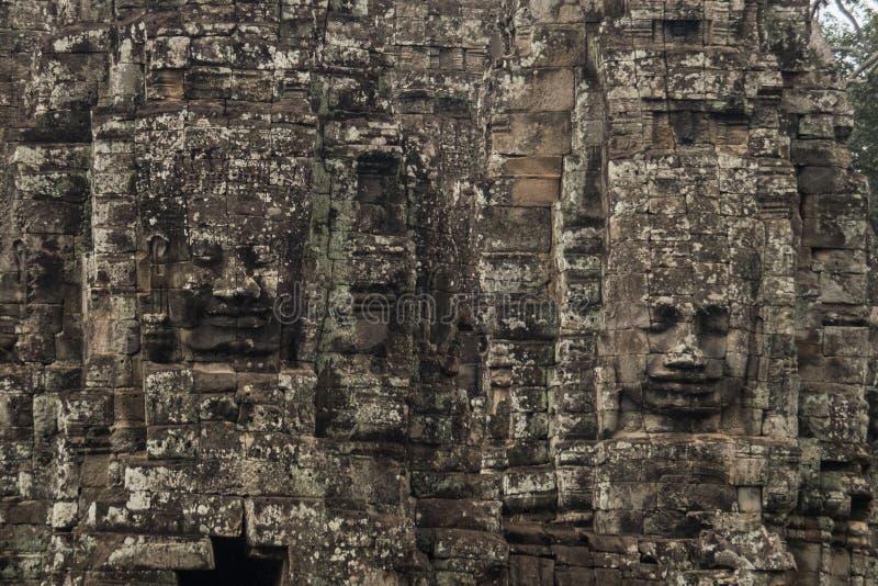 Framsidor av den Bayon templet i Angkor Thom, Siemreap, Cambodja forntida av den Prasat Bayon templet, Angkor Thom, är den populä royaltyfri foto