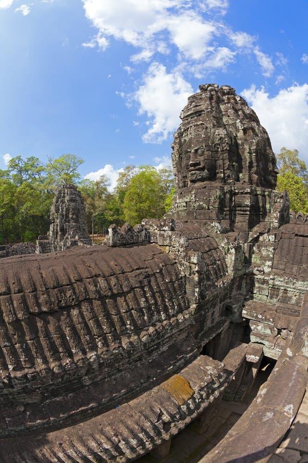 Framsidor av det Bayon tempelet royaltyfria bilder