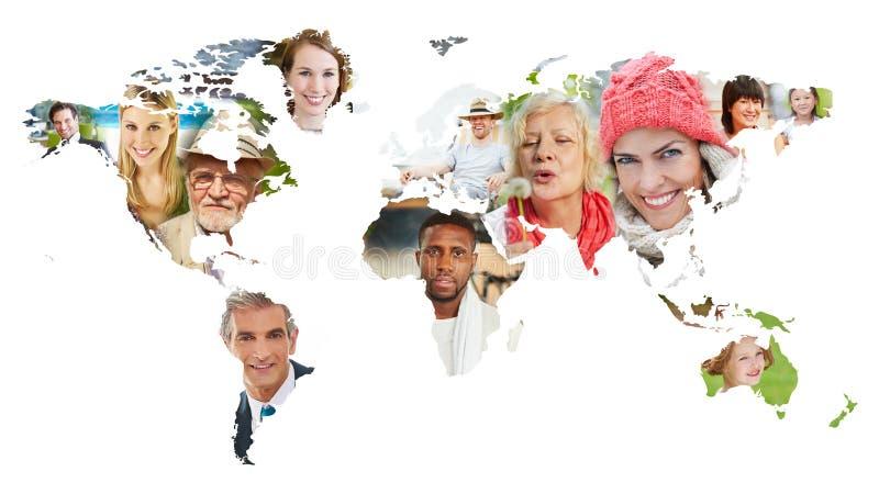 Framsidor av många personer på världskarta fotografering för bildbyråer